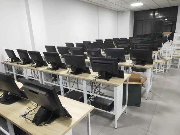 网吧倒闭关门时,出售的二手电脑,到底能不能买?答案其实很简单